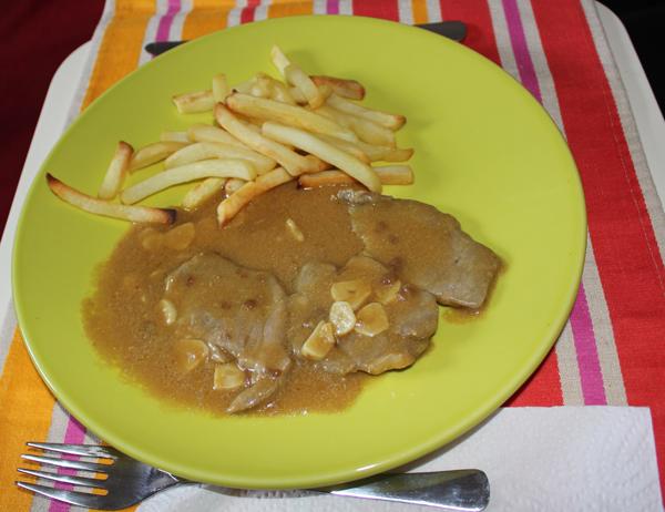 Bife com molho tipo Portugália